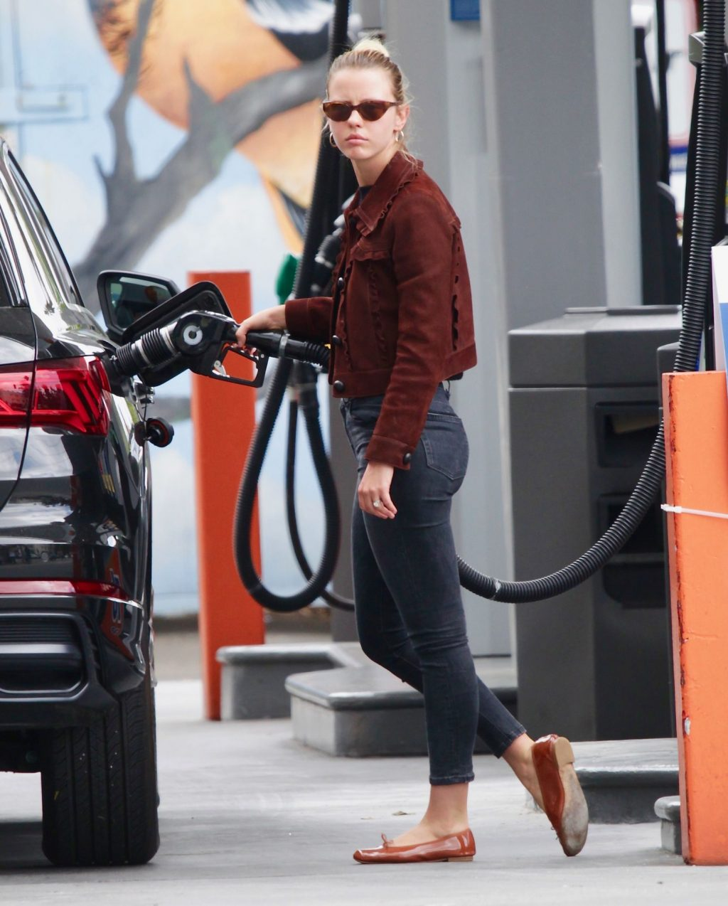 Mia Goth Looks Fashionable as She Steps Out To Run Errands in LA (13 Photos)