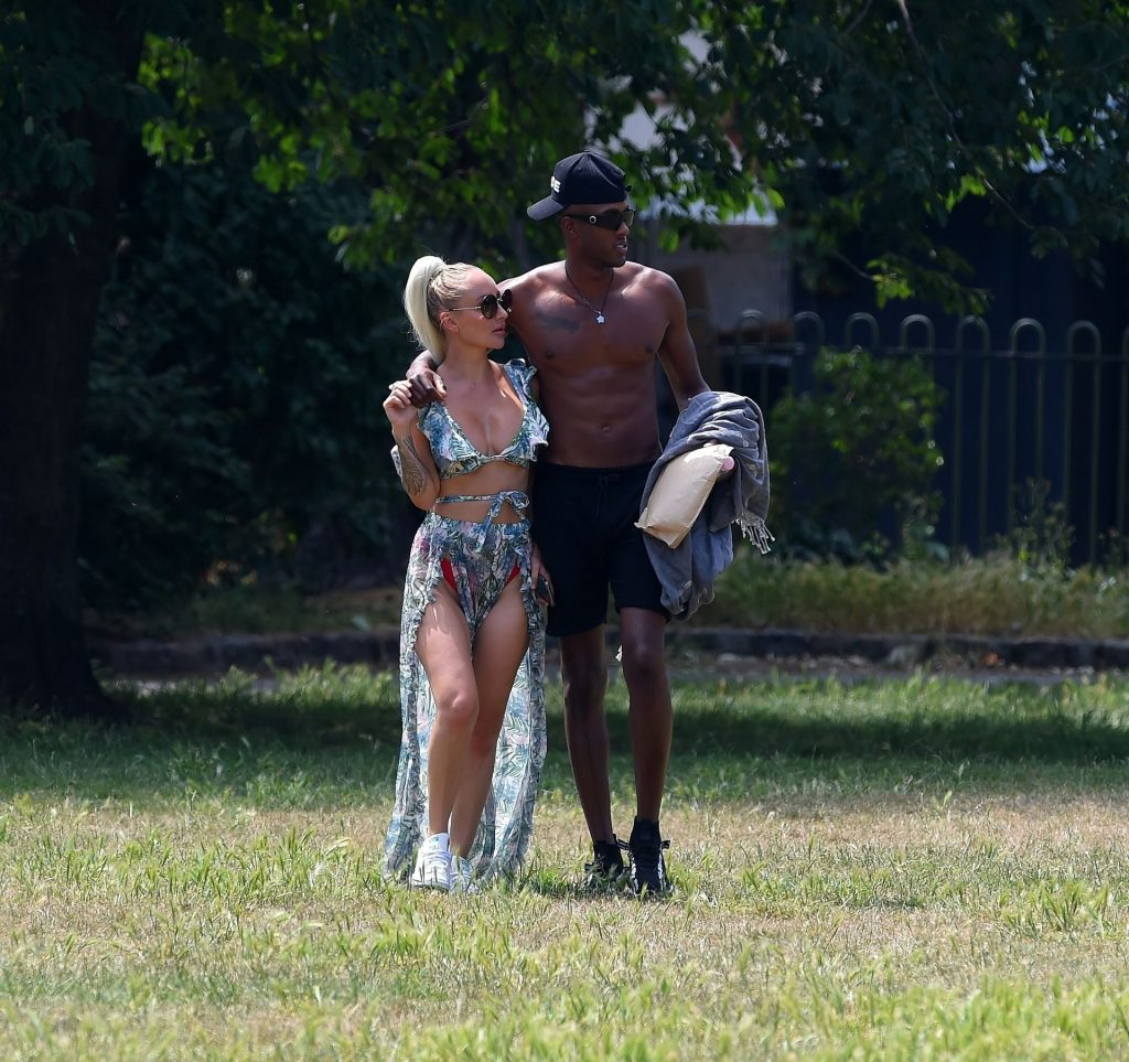 Stefan Pierre Tomlin Packs on PDA in a Park with Sarah Jane Banahan (64 Photos)