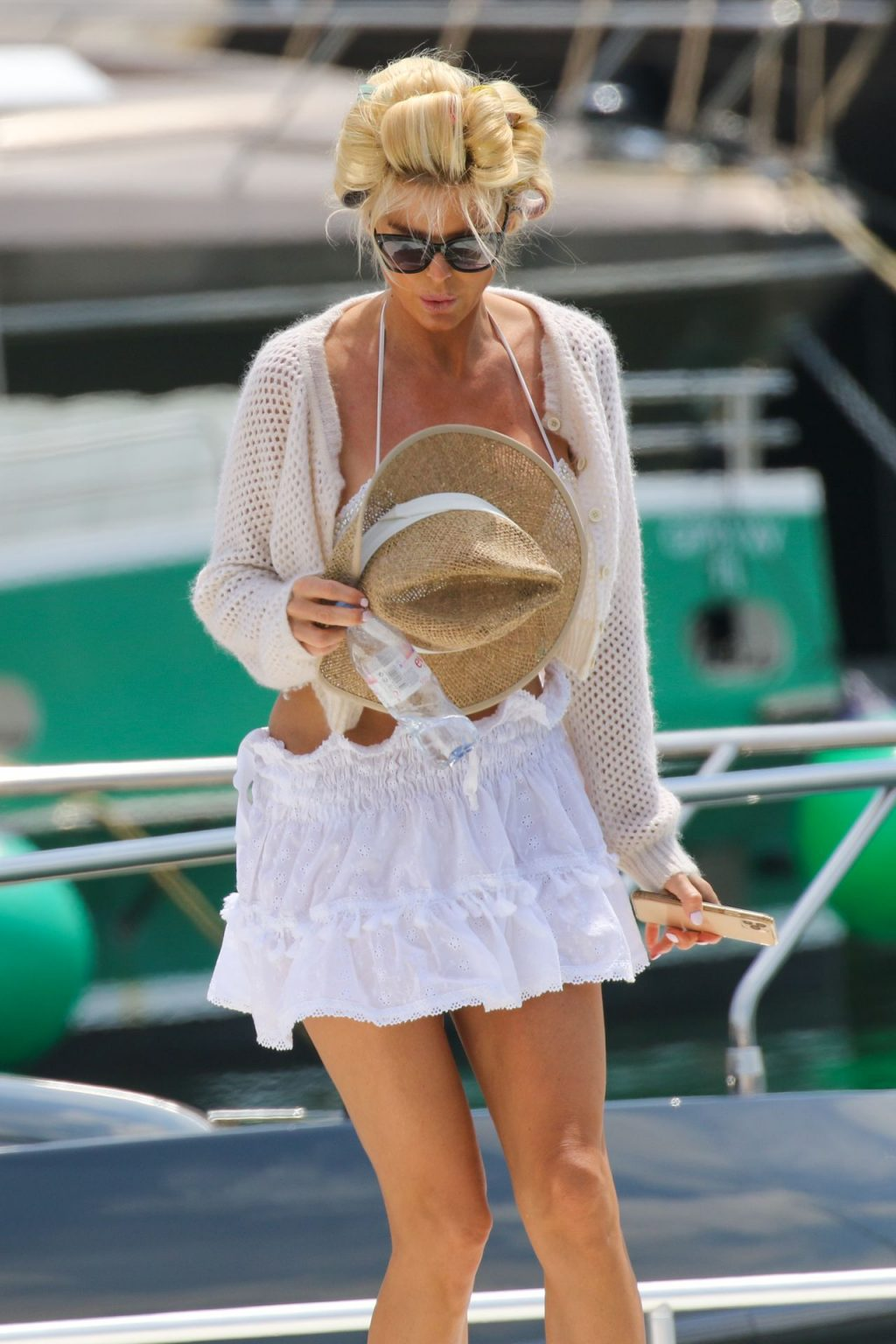 Victoria Silvstedt Is Relaxing on Yacht in Saint Tropez (34 Photos)
