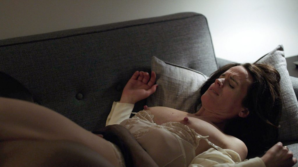Elizabeth Reaser's Nude Tits (1 Pic)