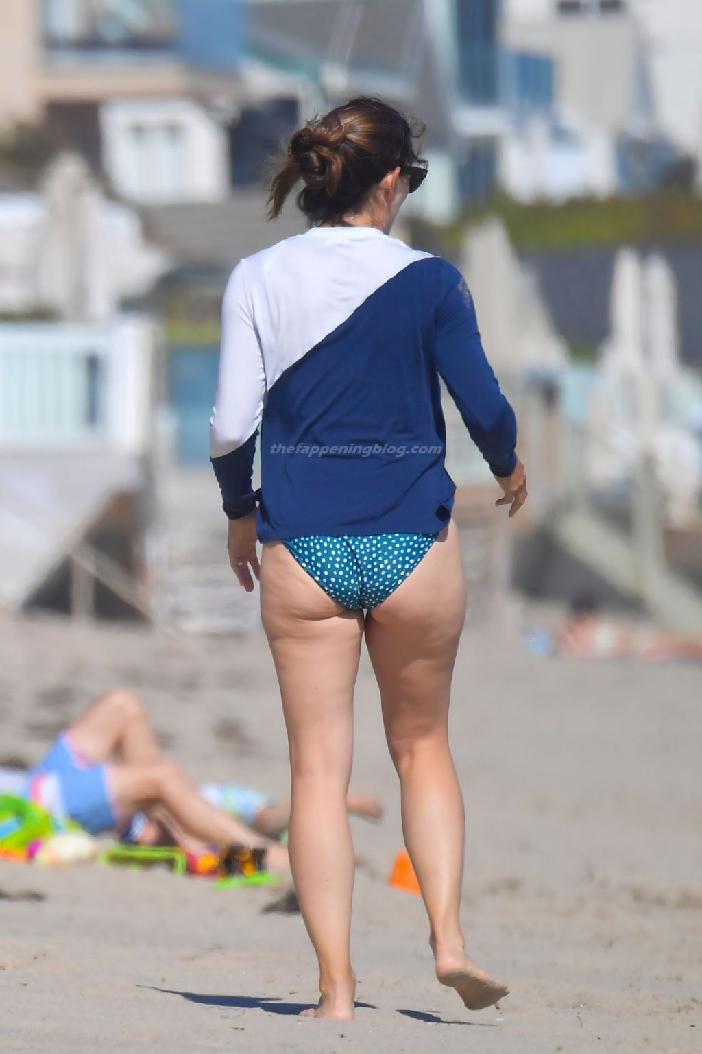 Jennifer Garner Shows Off Her Sexy Summer Body on the Beach in Malibu (27 Photos)