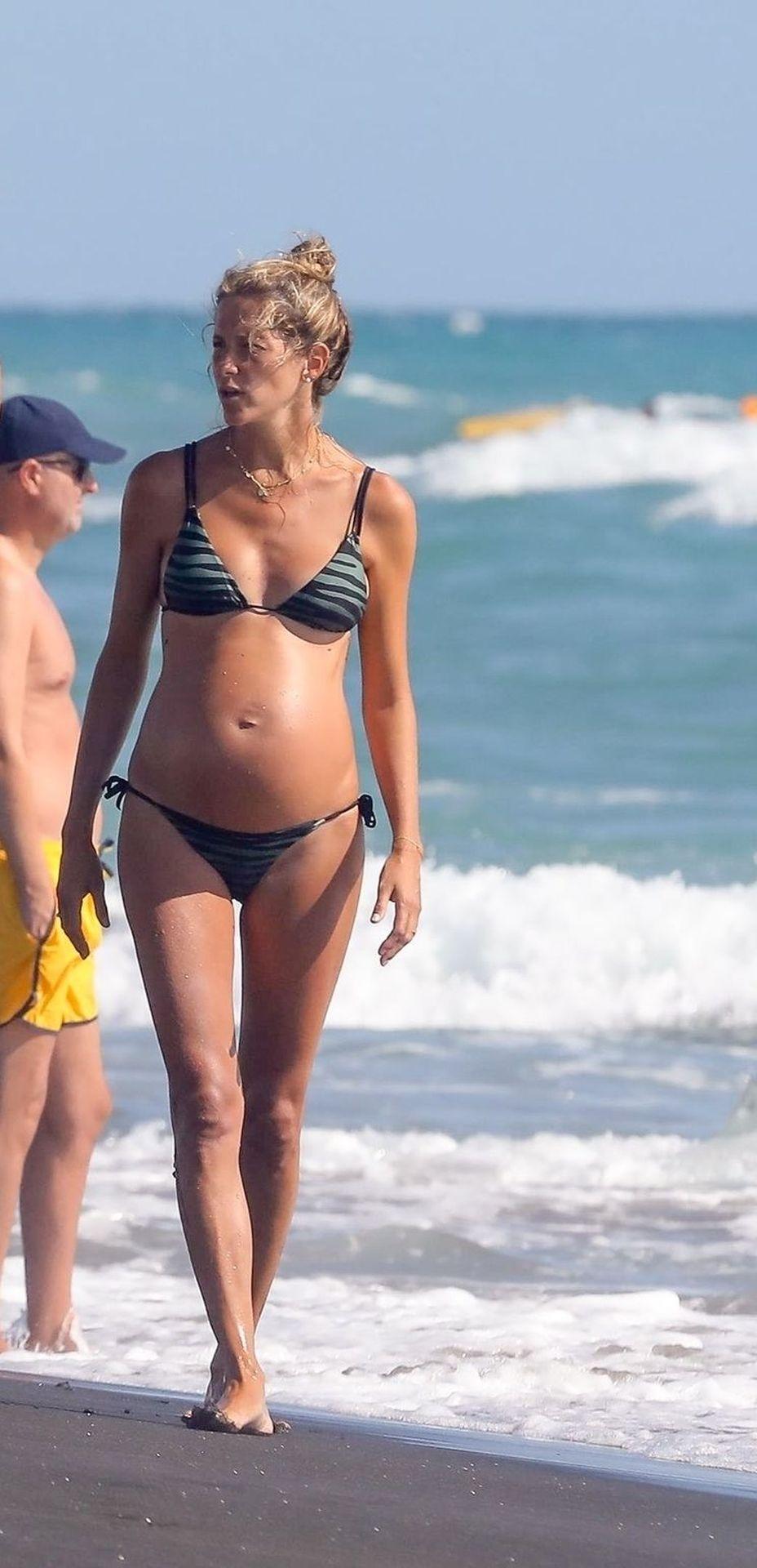 Alejandra Fazio Shows Her Slim Body in a Bikini on the Beach in Ostia (39 Photos)