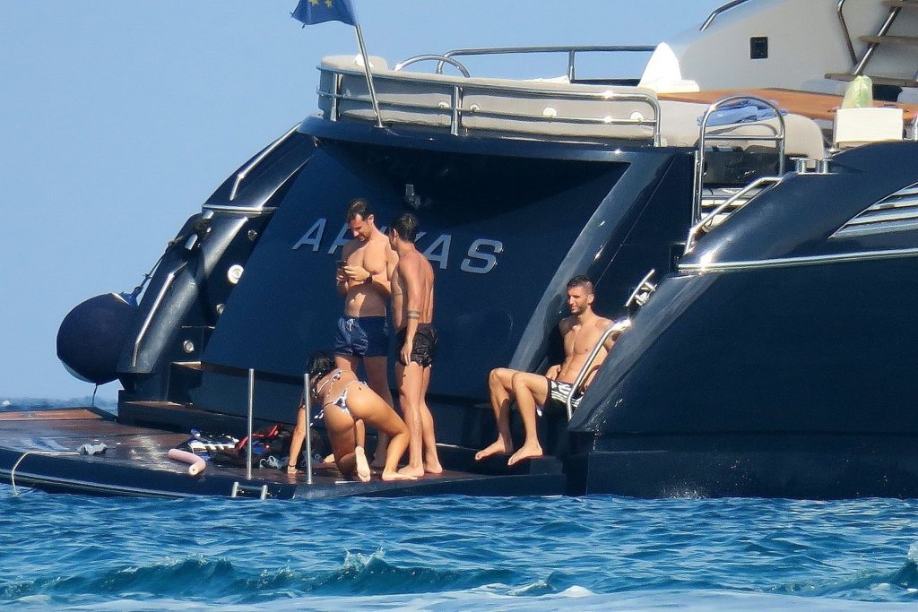 Paulo Dybala & Oriana Sabatini Enjoy Their Holiday in Formentera (45 Photos)