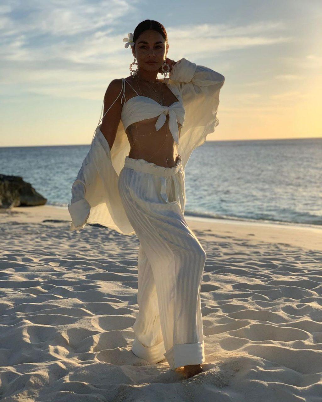Vanessa Hudgens Sexy (6 New Photos)