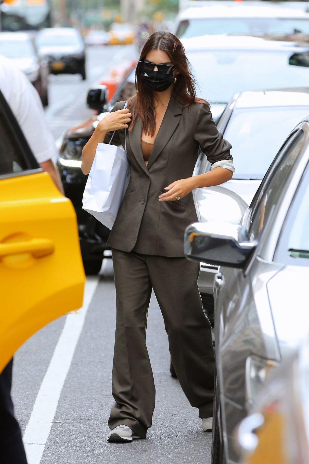 Emily Ratajkowski Shows Off Her Cleavage in New York City (19 Photos)