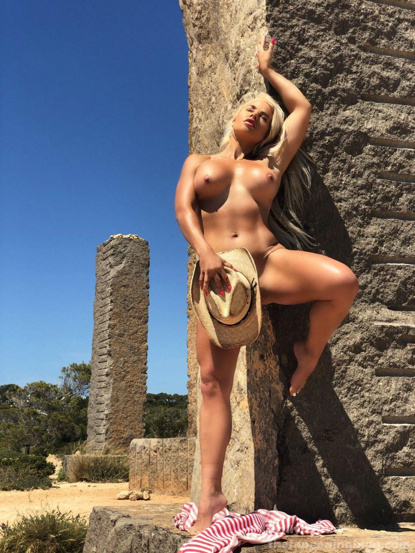 Holly Barker Nude (20 Photos)
