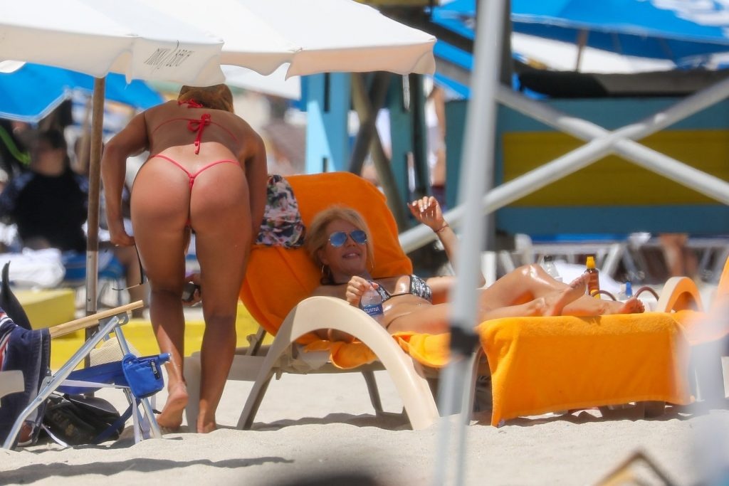 Maripily Rivera Enjoys a Beach Day in Miami (14 Photos)