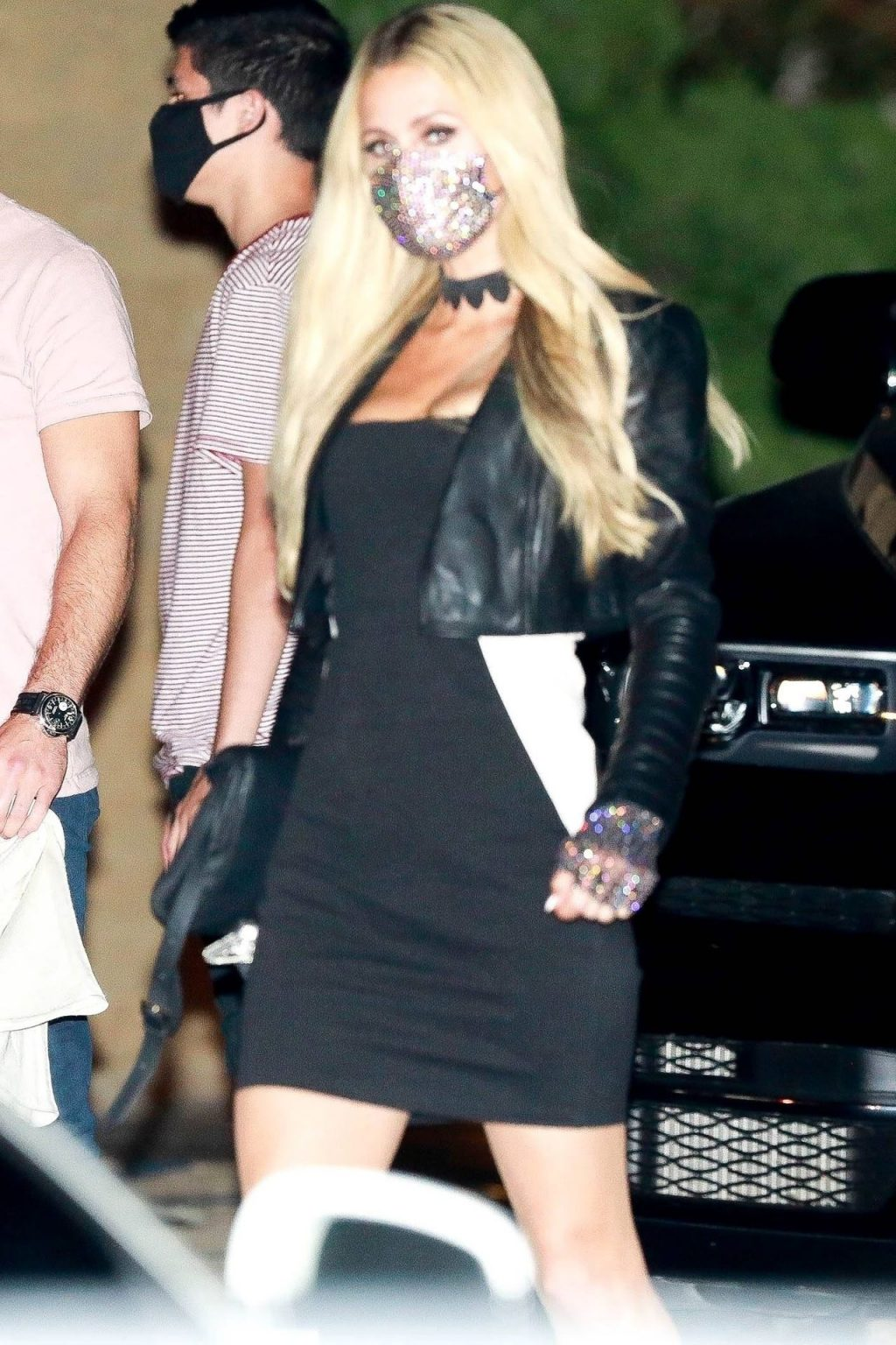 Paris Hilton Pulls Out Her Dress for a Dinner Date in Malibu (49 Photos)