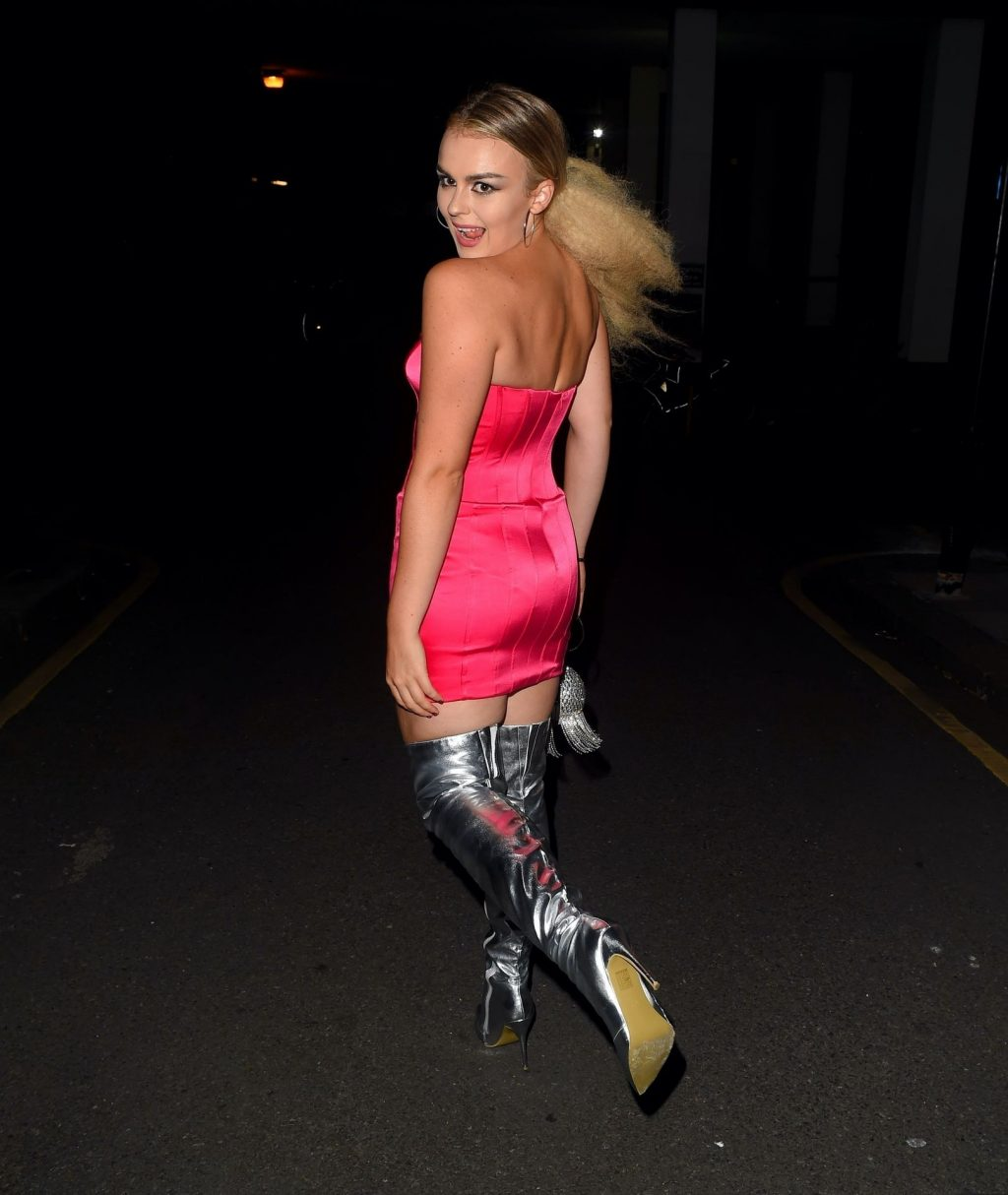 Tallia Storm Rocks Heads Out to Celebrate the Airing of the New Celebrity Karaoke Club (11 Photos)
