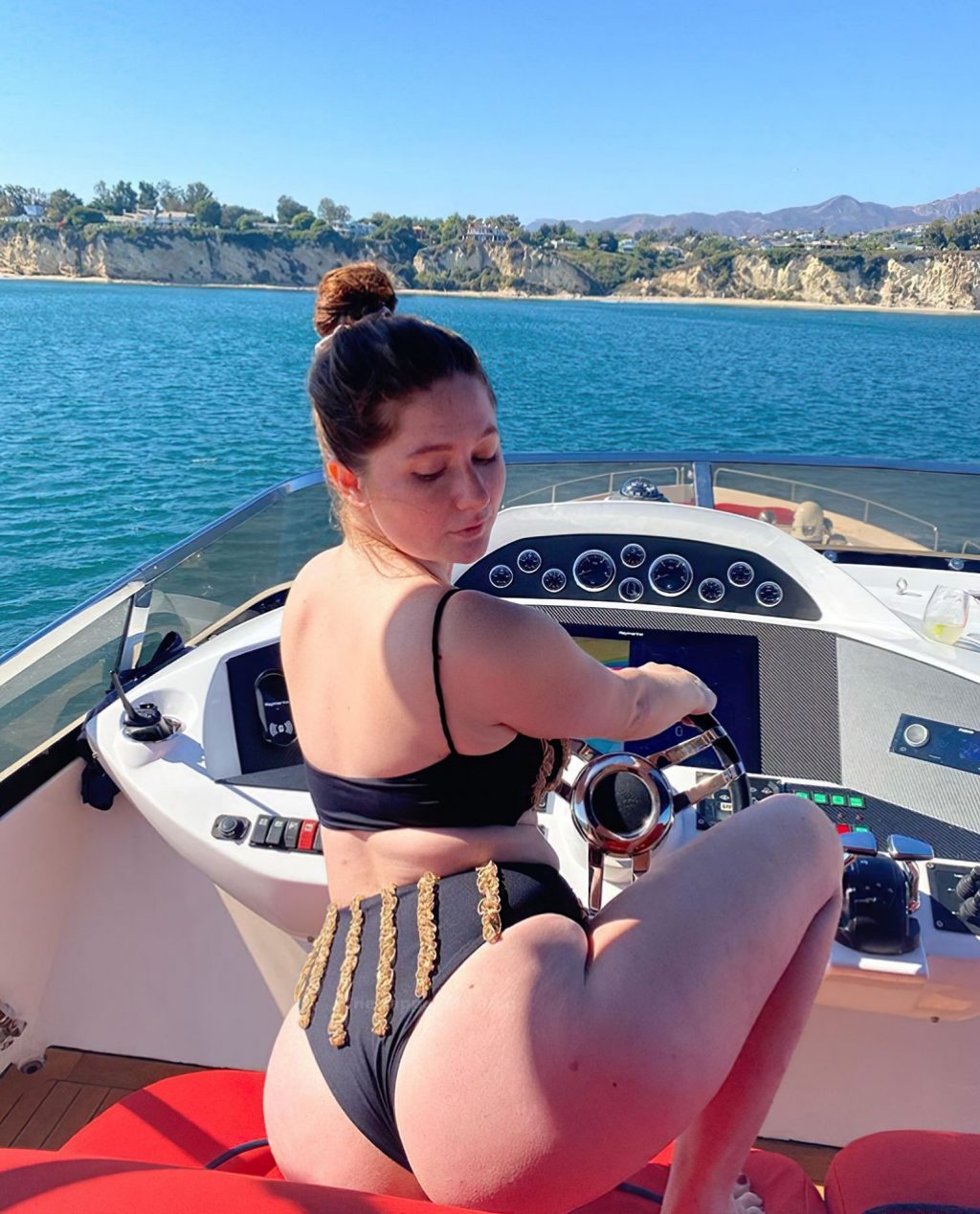 Emma Kenney Sexy (8 Photos)