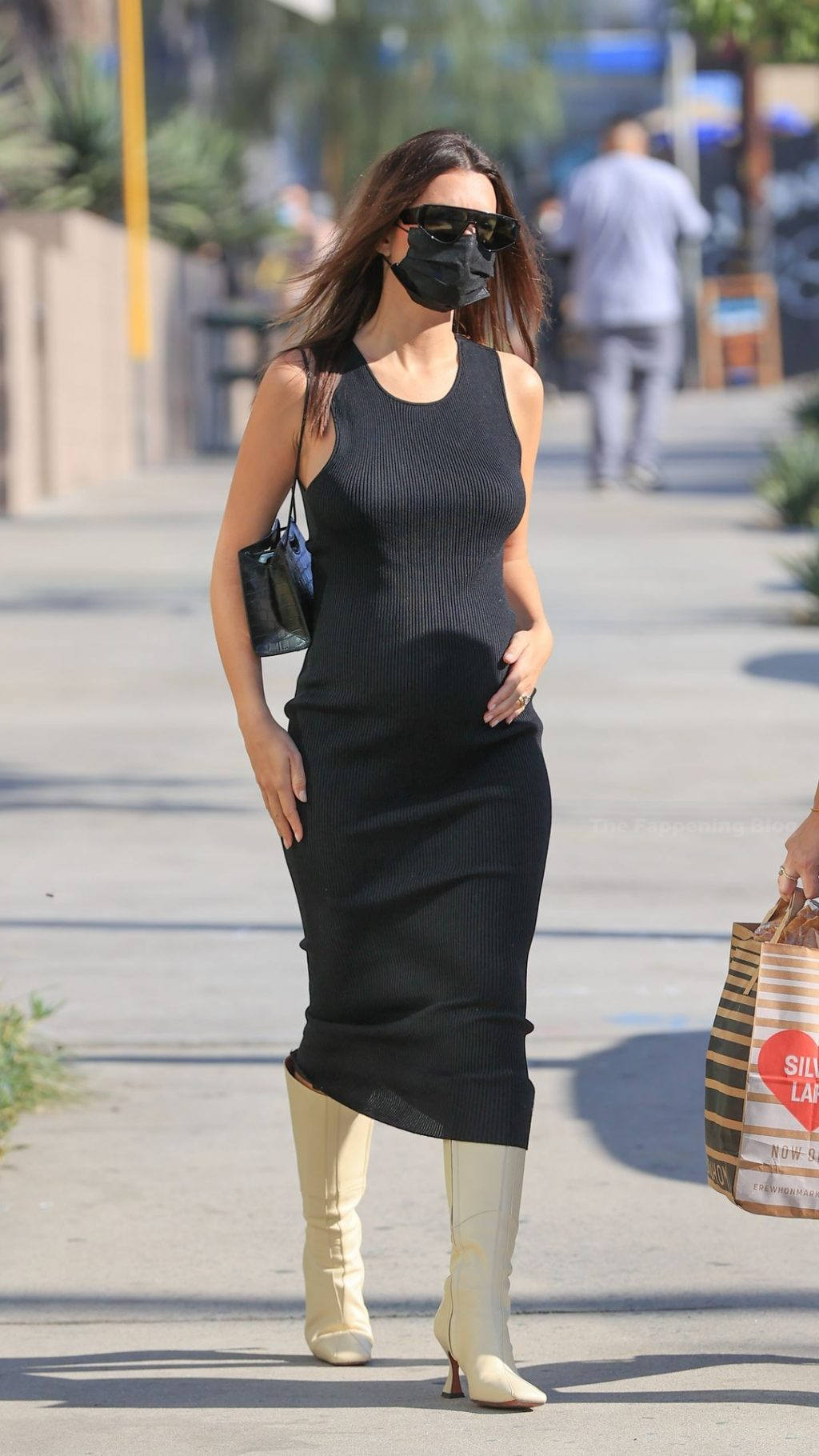 Emily Ratajkowski Shows Off Her Growing Tits and Baby Bump in a Black Dress (23 Photos)