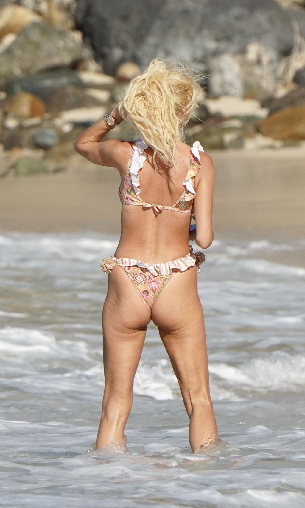 Victoria Silvstedt Shows Off Her Fake Boobs in a Bikini (40 Photos)