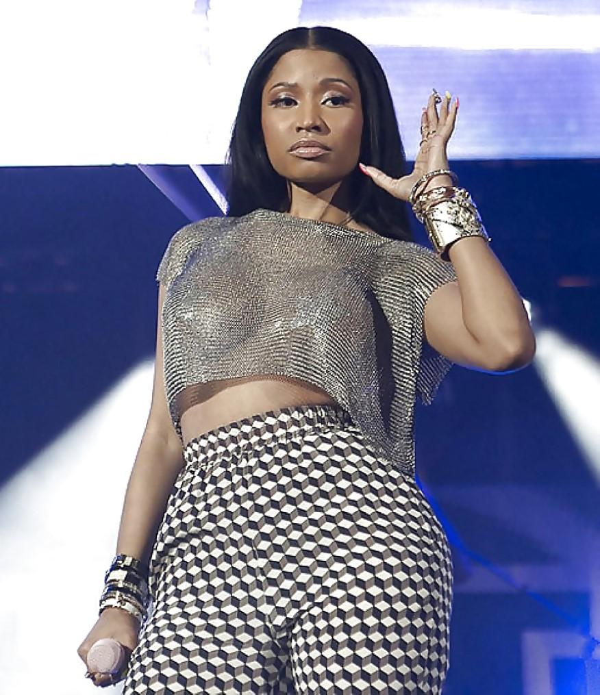Nicki Minaj nipslip photos
