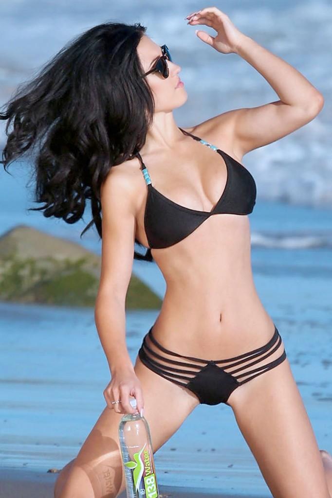 Bikini photoset of Stefanie Knight