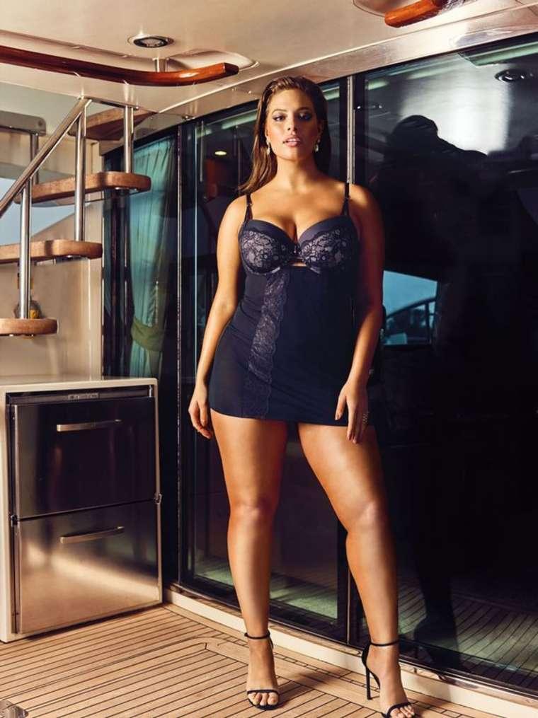 Hot pics of Ashley Graham