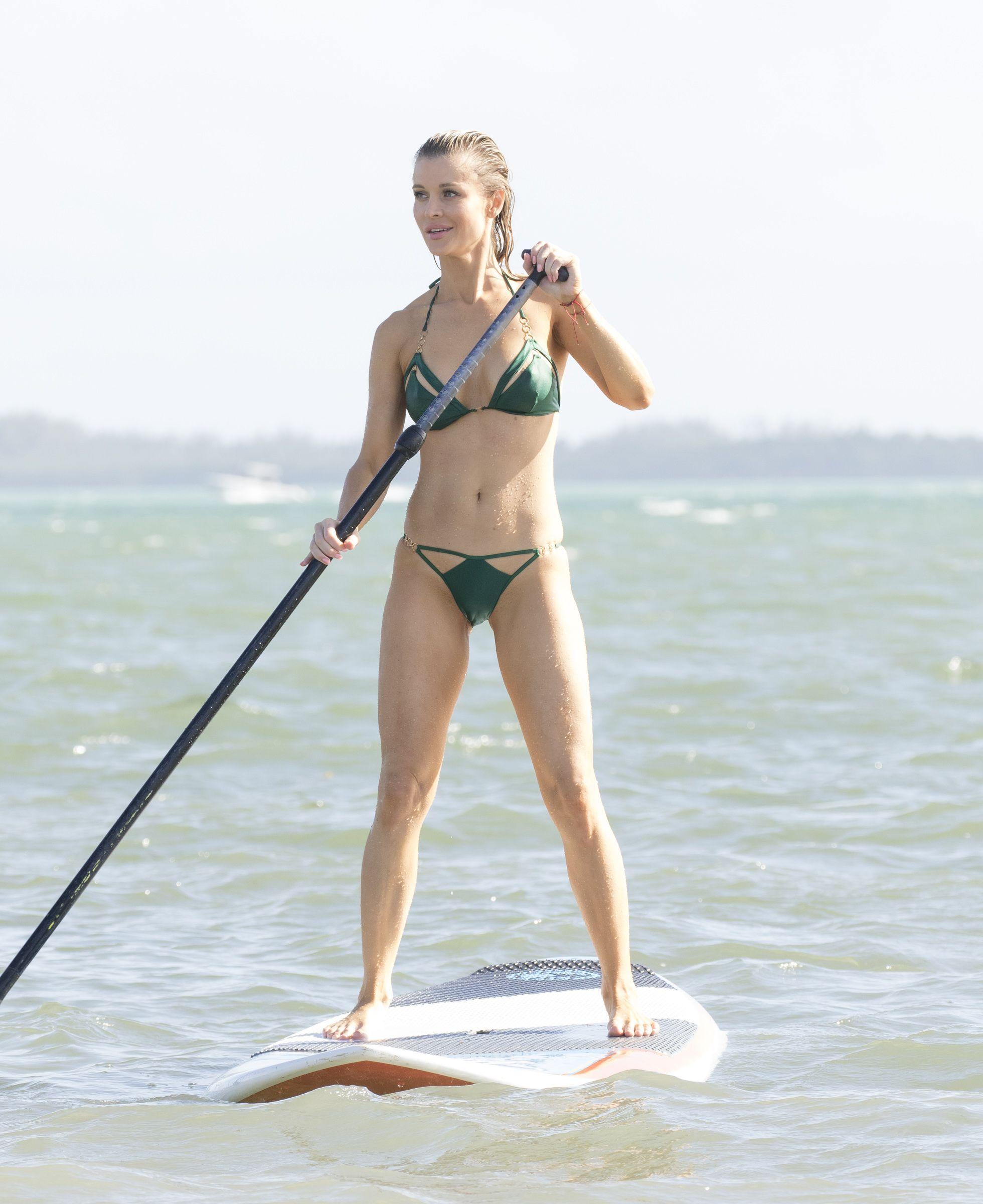 Sexy Photos of Joanna Krupa