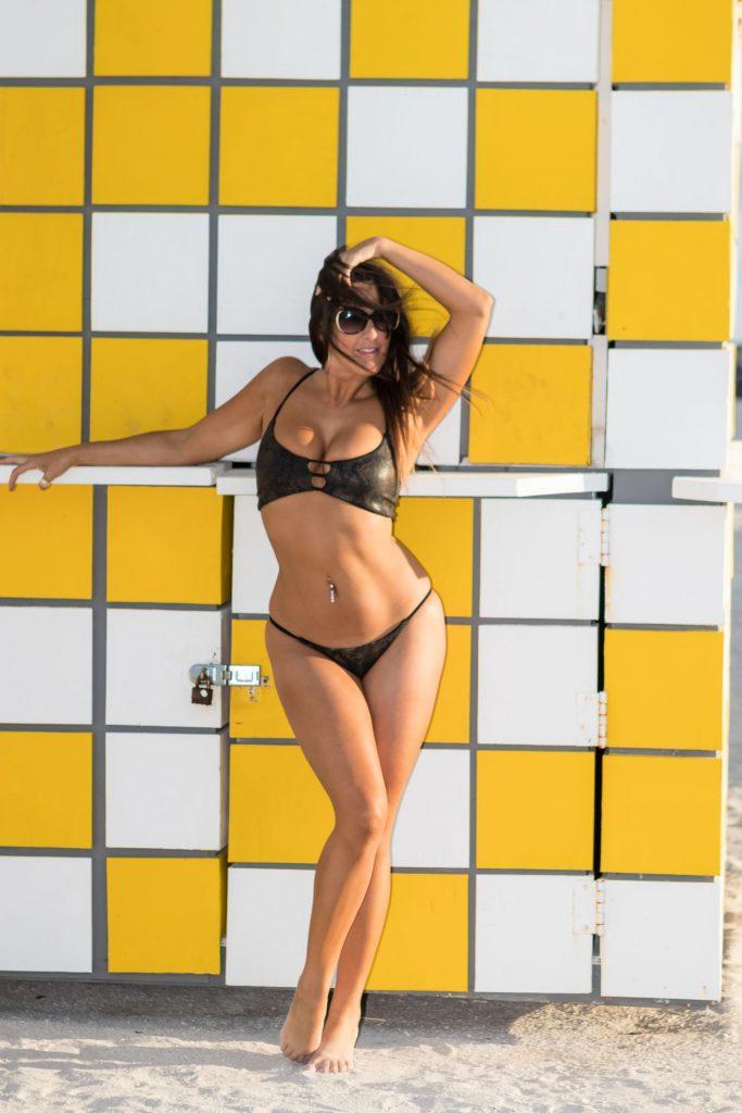 Kinky Claudia Romani Doing Headstands Half-Naked
