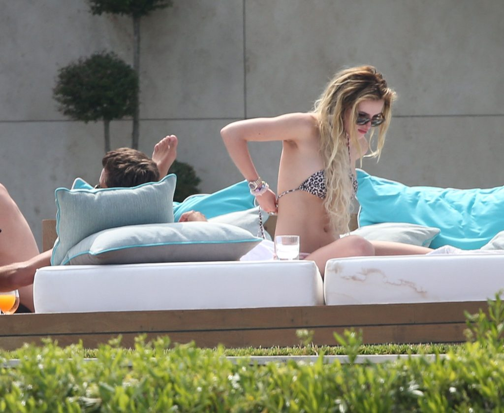 Bella Thorne Chilling and Looking Natural