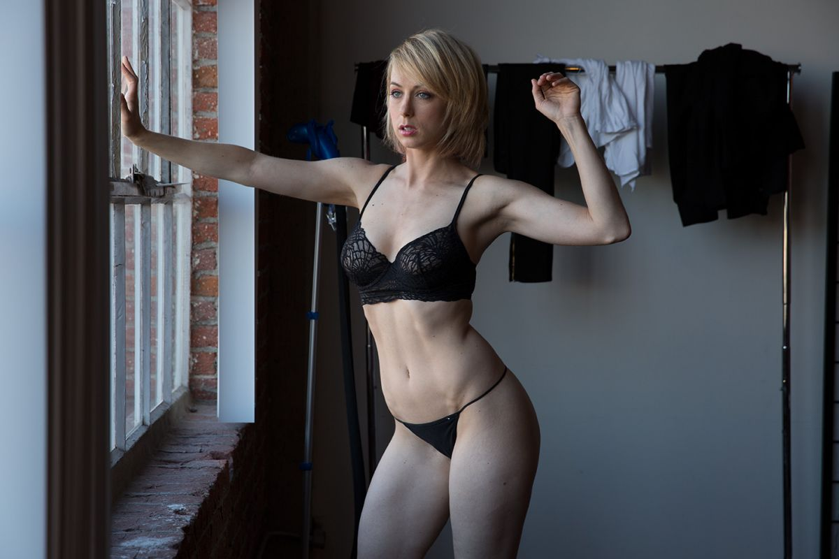 Iliza Shlesinger Showing Tits In The Latest Leaks