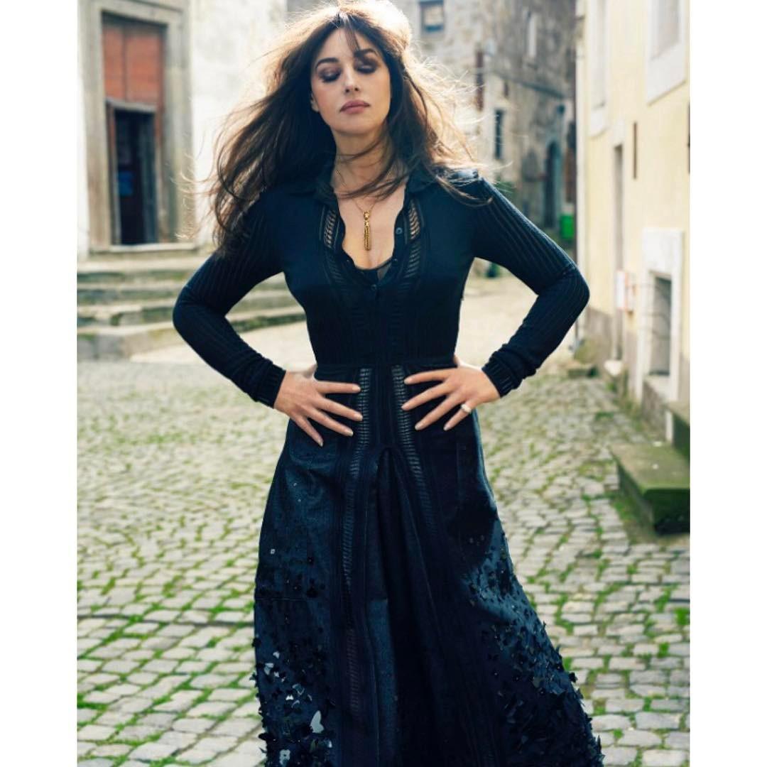 Monica Bellucci in Stockings Hot Pics