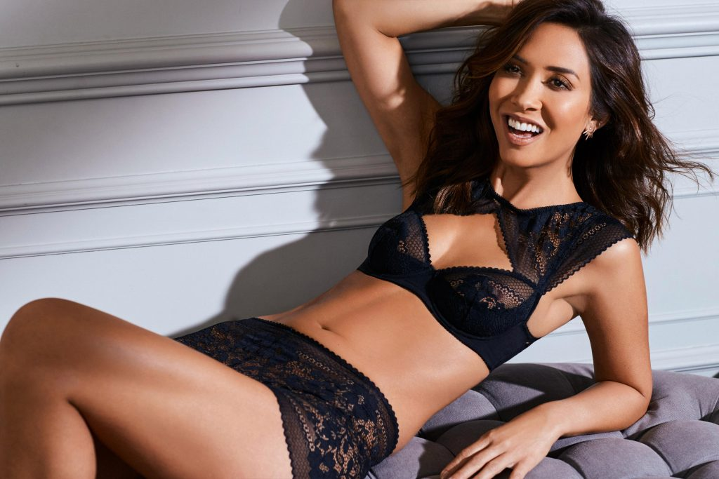 Myleene klass reveals injury after burning her boob with straighteners