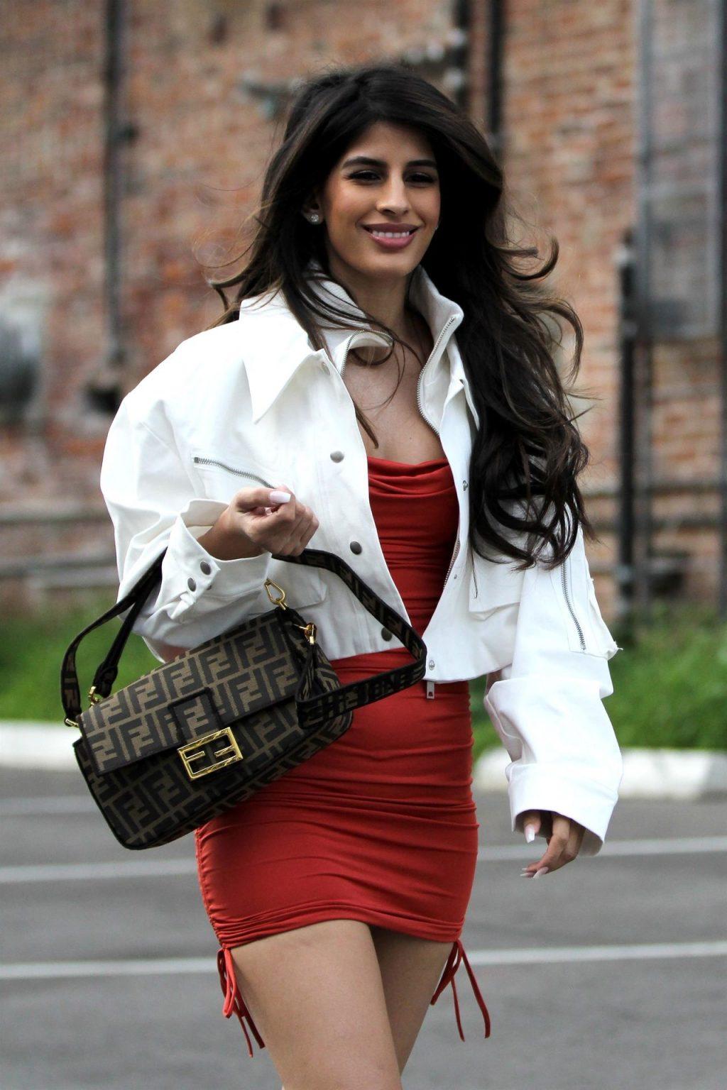 Jasmin Walia Hot