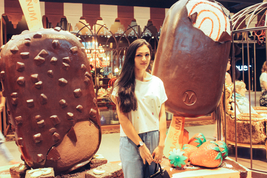 Giant Magnum ice creams in Siam Discovery.