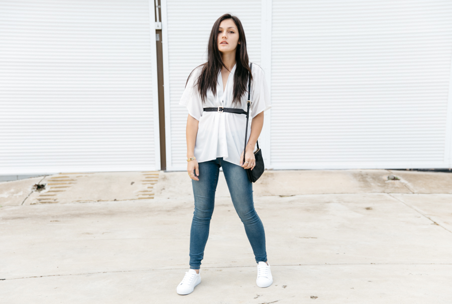 Minimalist Perth fashion blogger. Monochrome style outfit. Jeggings outfit.