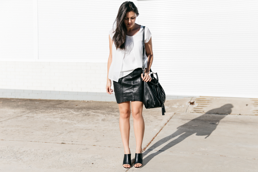 Minimalist fashion outfit. Australia fashion blogger Shannon Valle. Jeanswest outfit.