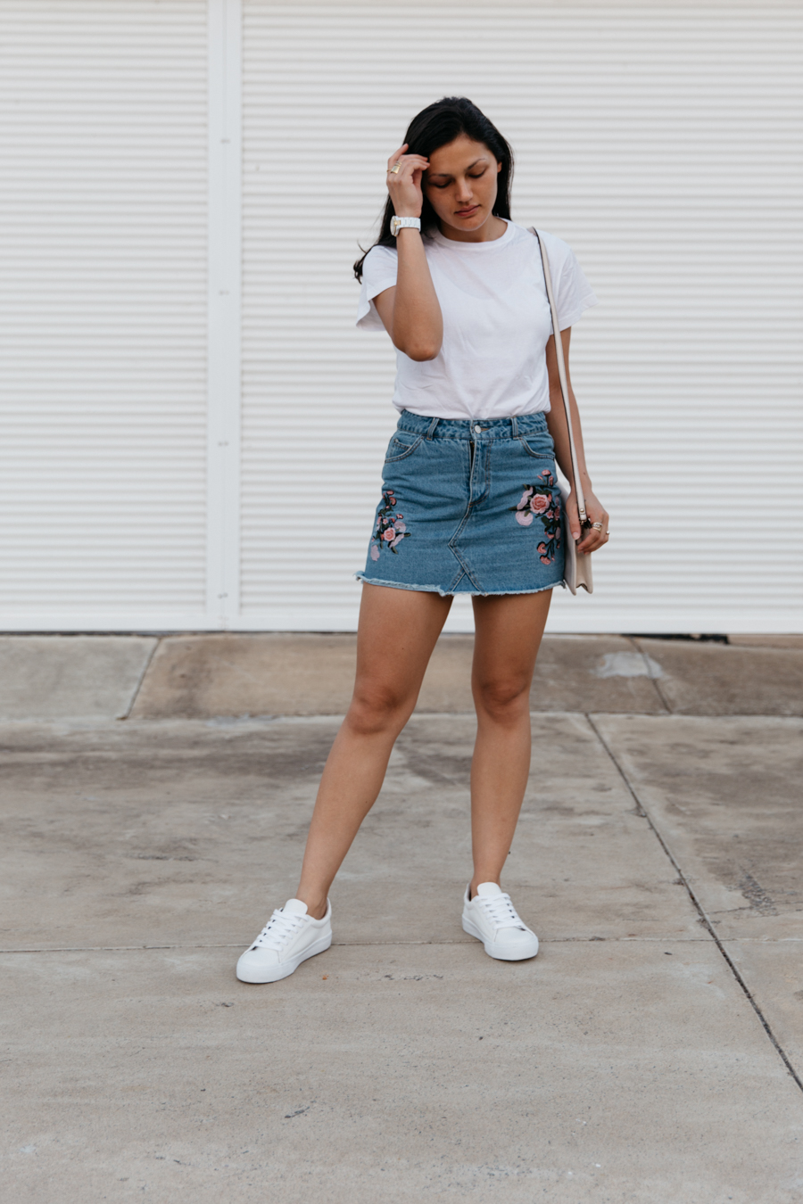 Simple denim skirt outfit.