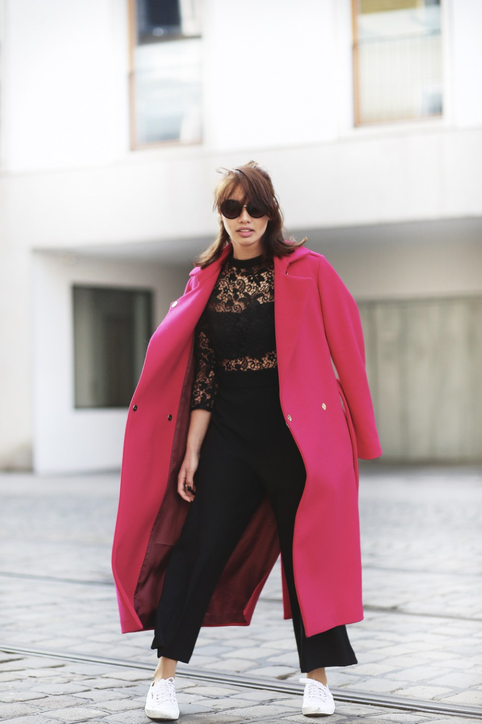PINK-MANTEL-COAT-LACE-OVERALL-CULOTTES-SUPERGA-ZARA-THEFASHIONANARCHY-LOOK-STYLE-OUTFIT-SNEAKER-BLACK-SPITZE-FASHIONBLOG-MODEBLOG-STYLEBLOG-MUNICH-DIANABUENGER-1