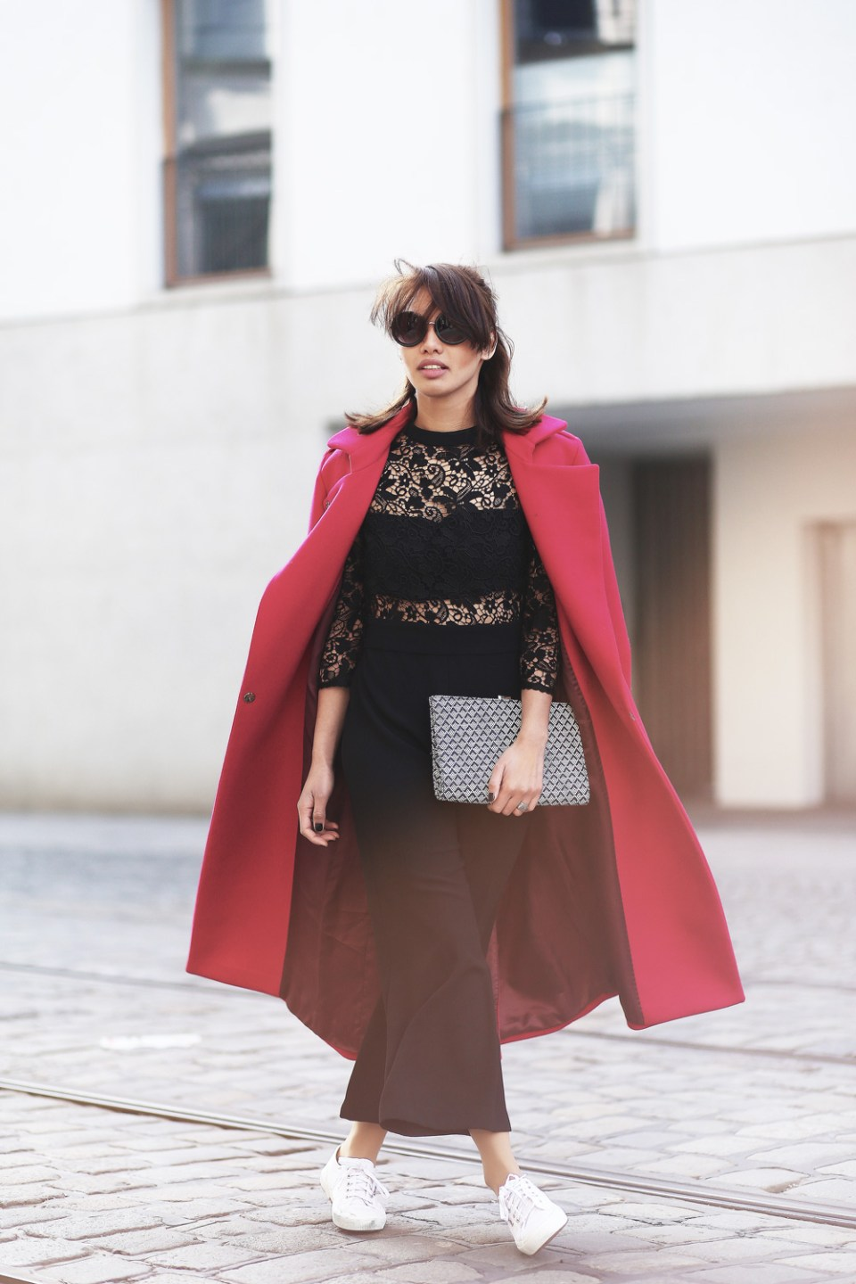 PINK-MANTEL-COAT-LACE-OVERALL-CULOTTES-SUPERGA-ZARA-THEFASHIONANARCHY-LOOK-STYLE-OUTFIT-SNEAKER-BLACK-SPITZE-FASHIONBLOG-MODEBLOG-STYLEBLOG-MUNICH-DIANABUENGER-5