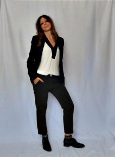 Blazer e pantaloni neri per l'ufficio