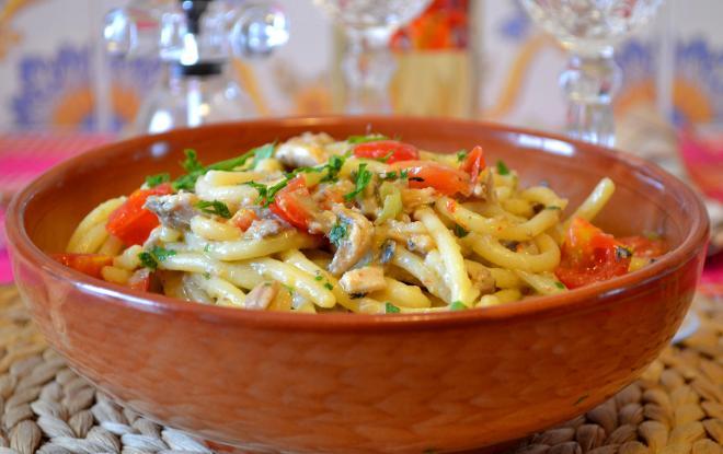pasta-con-sardine-e-pomodorini