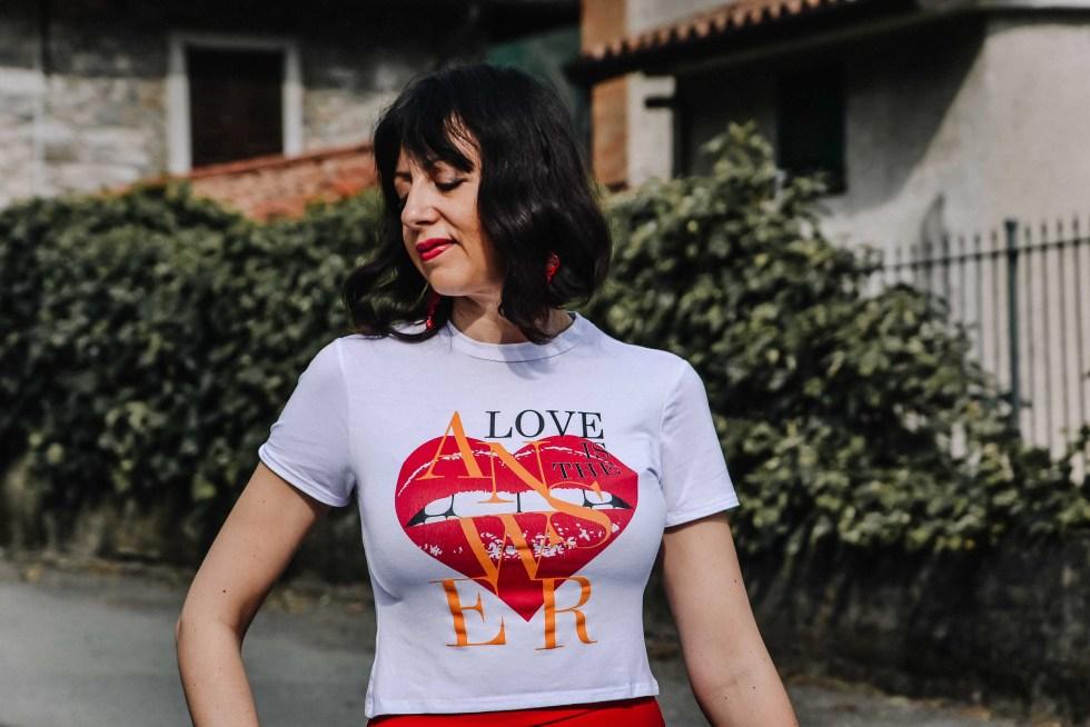 https://femmeluxefinery.co.uk/products/white-heart-lip-print-tee-vanessa