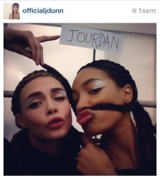 Cara Delevingne & Jourdan Dunn backstage at/à Fendi