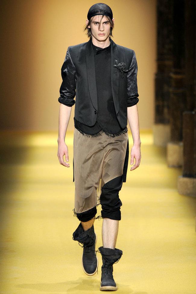 anndemeulemeester19 Ann Demeulemeester Spring 2012 | Paris Fashion Week