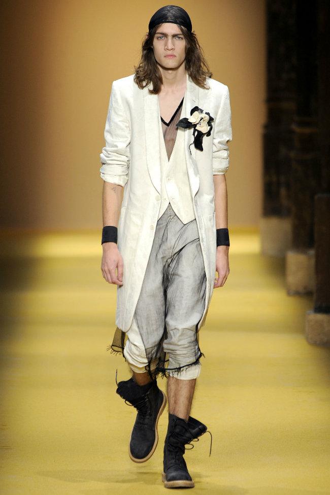 anndemeulemeester5 Ann Demeulemeester Spring 2012 | Paris Fashion Week