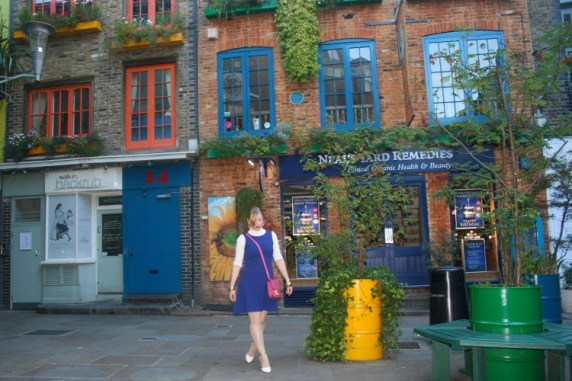 Neal's Yard, Covent Garden -This little courtyard and alleyway you would never know existed if you walked down one of the side streets away from the seven dials, the historic heartland of Covent Garden. It's badly signposted, and the alleyways that lead into it are small and unobtrusive, but once you get inside you're hit by an array of brightly coloured houses, cute barrel benches and a gorgeous little courtyard. It is also the headquarters of the cosmetics company Neal's Yard Remedies, which derives its name from the courtyard. There are really adorable little shops in there, and my husband swears one of the best pizzarias in London called Homeslice Pizza. Definitely worth a visit, but I'd recommend not going there on a Saturday lunchtime in the summer as the courtyard will fill up very quickly.