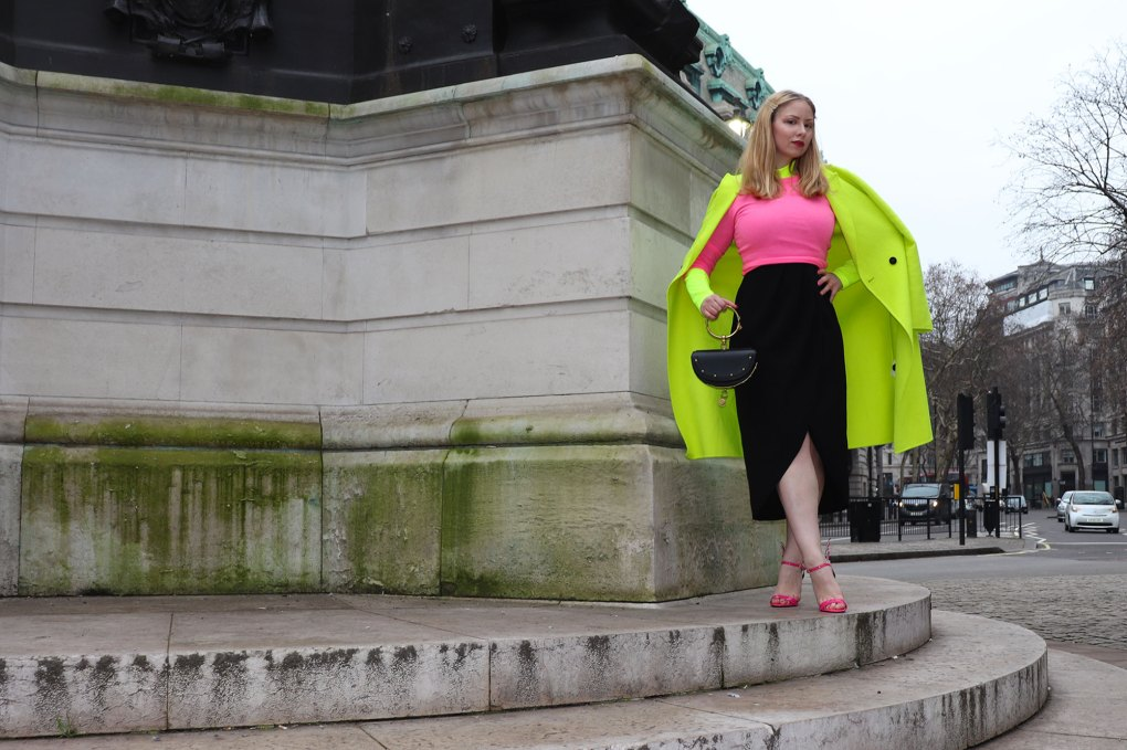 Neon outfit woman london fashion week zara coat Chloe nile bag prada flame sandals
