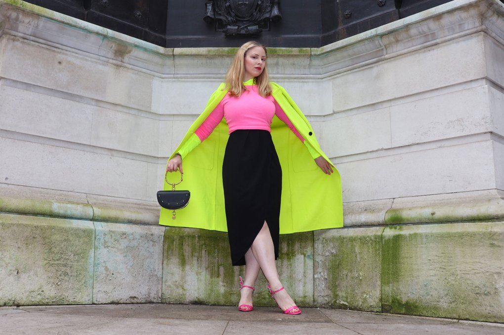 Neon outfit woman london fashion week zara coat Chloe nile bag prada flame sandals