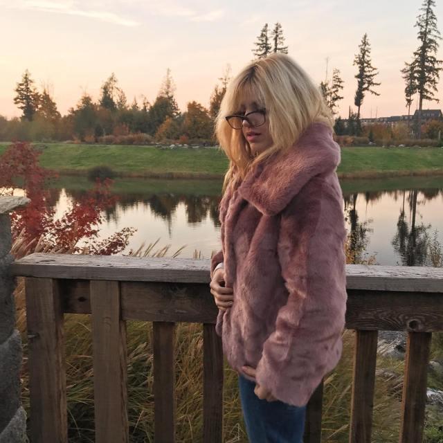Fashion to Follow fall coat ideas, fall leaves, faux fur