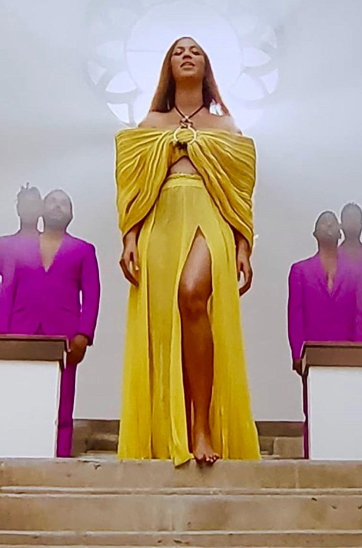 #BLACKISKING is but make it plus - yellow dress