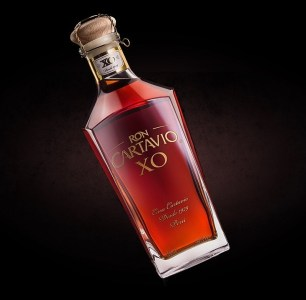 Ron Cartavio XO 18 Anos Rum Review by the fat rum pirate