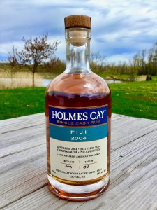 Holmes Cay Single CaHolmes Cay Single Cask Rum Fiji 2004 Rum Review by the fat rum pirate