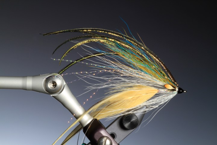 13. Whip finish. Colour the head of the fly with a waterproof felt pen and varnish.