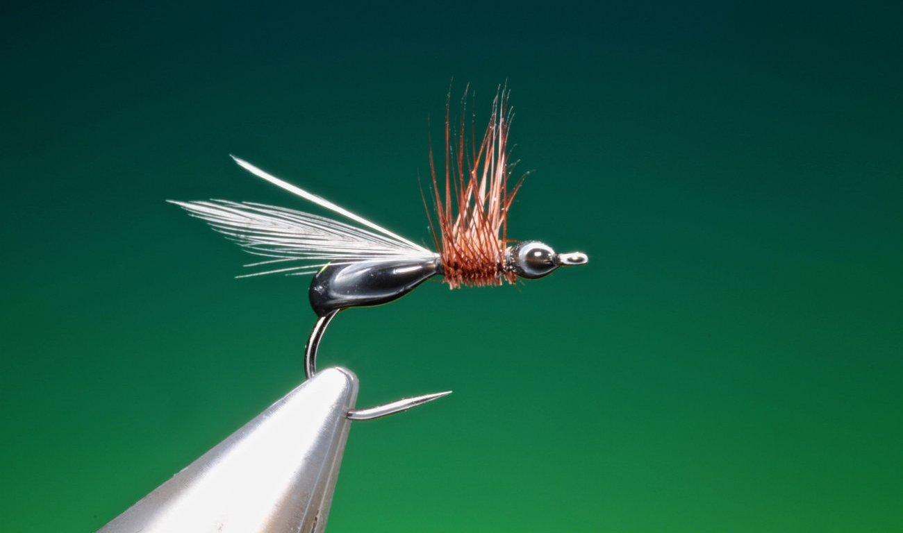 fly tying Carpenter ant - Hot glue flying Mutant