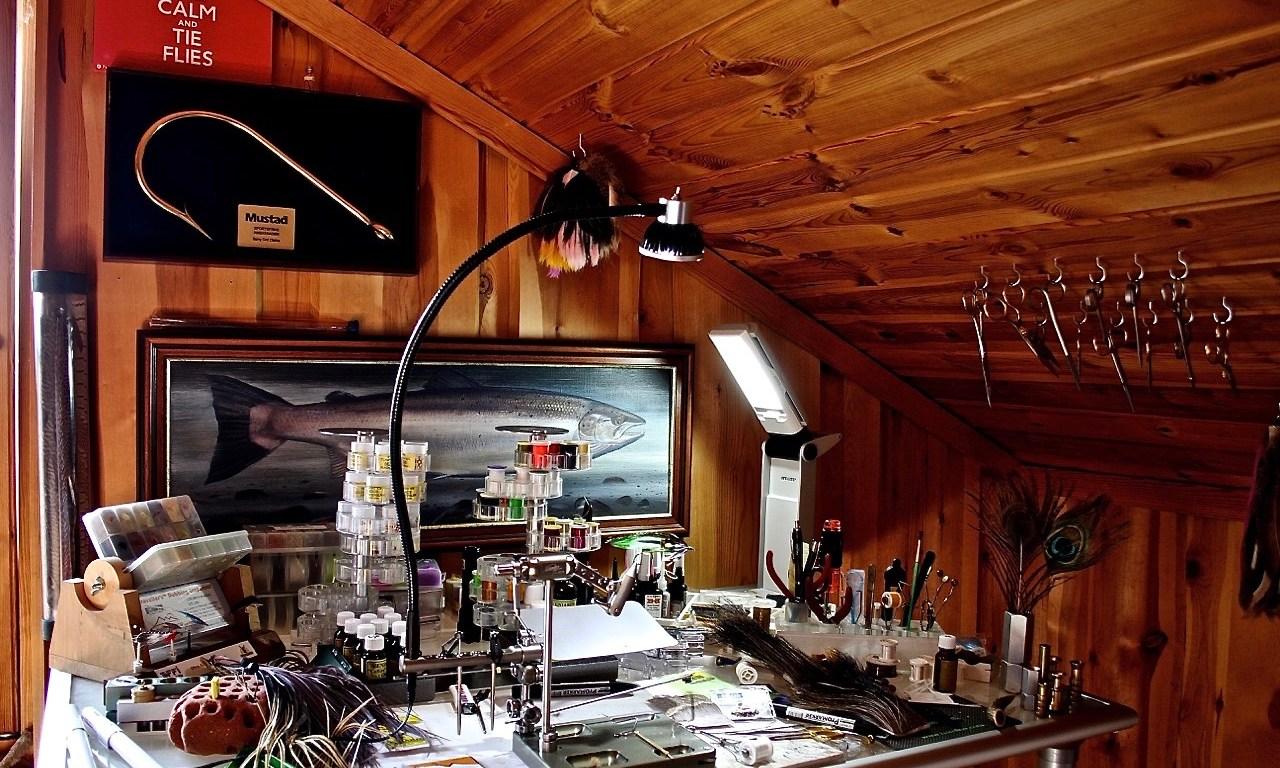 video Barry Ord Clarke tying room