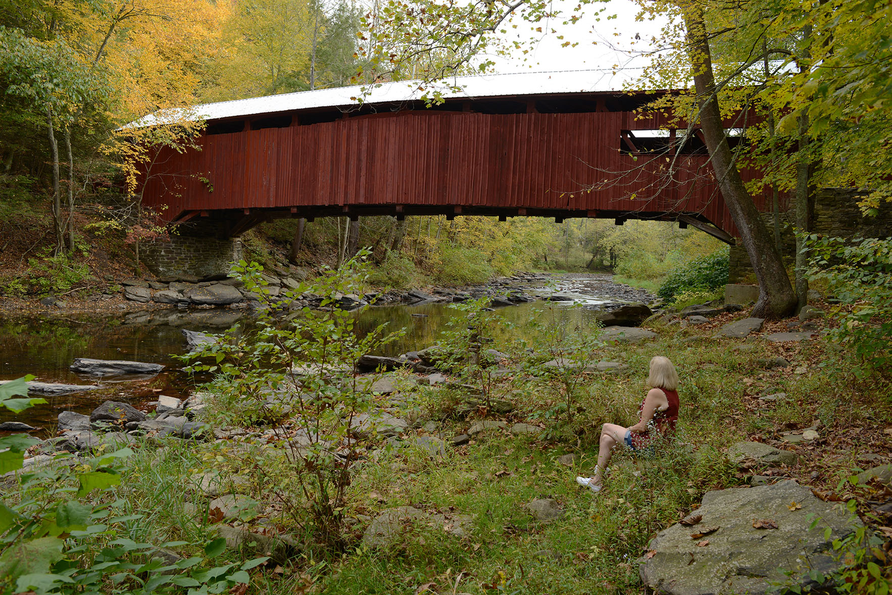 A covered bridge date
