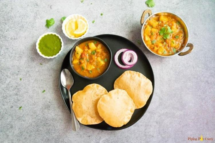 potato curry in tomato gravy with 5 ingredients